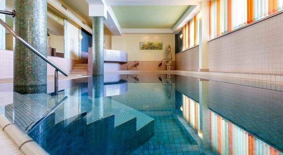 Sporthotel Ideal: Schwimmbad und Wellnessbereich mit 5 verschiedenen Saunen!