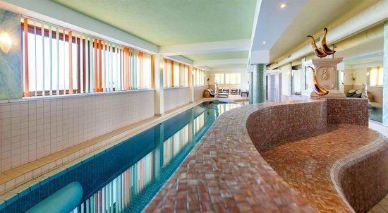 Sporthotel Ideal: Großzügiges Schwimmbad