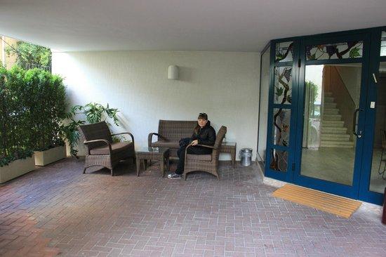 Arbel Suites Hotel: Вход в отель
