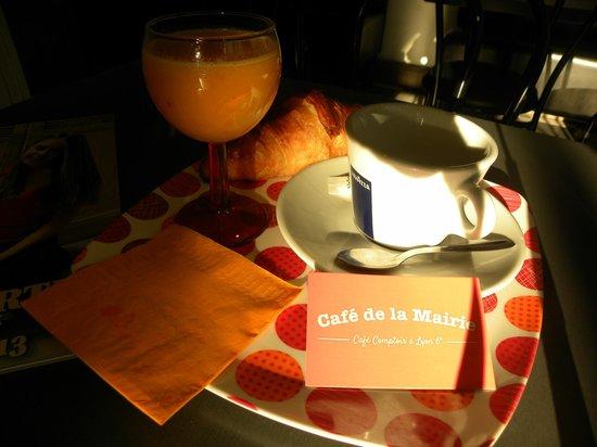 Cafe Restaurant de la Mairie: Le petit déjeuner à la française!