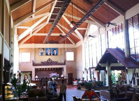 Angkor Palace Resort & Spa: hotel reception, lounge and bar