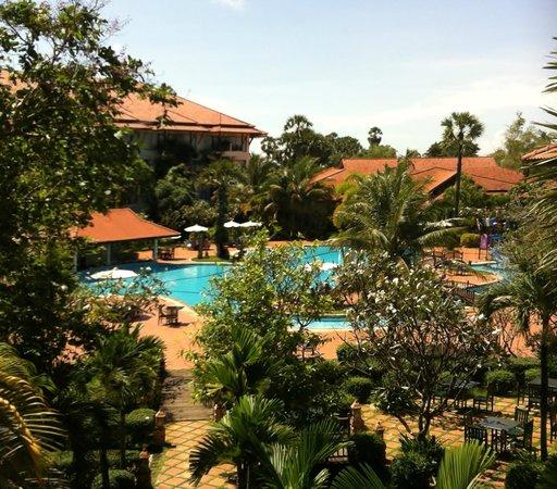 Angkor Palace Resort & Spa: pool view