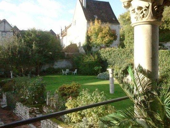 La Demeure des Vieux Bains : Vue de la terrasse près de la salle à manger