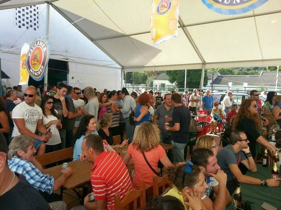 Bar Allioli: During October there is OktoberbierFest every year.