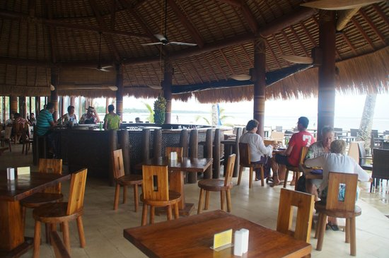 Coconuts Beach Club: Dining area at Coconuts