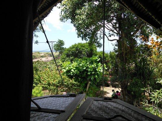 Flower Bud Bungalows Balangan: vue depuis la mezzanine