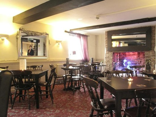 Riverside Hotel: Bar