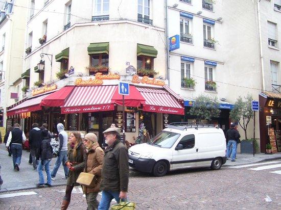 Qualys Hotel Apolonia Mouffetard Paris 5 : L'arrivo nella via..