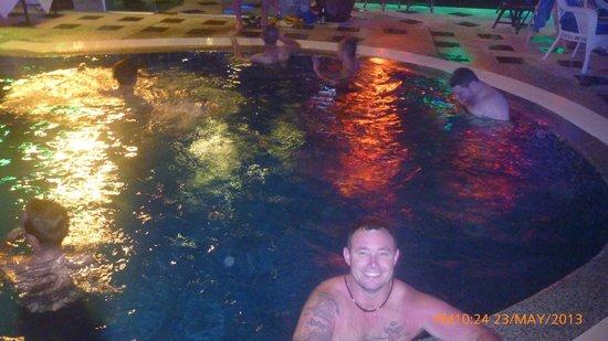 Patong Hemingway's Hotel: roof top pool