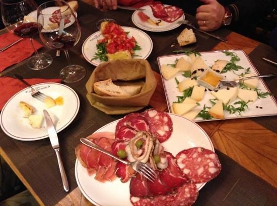 Caffe Fiaschetteria Italiana 1888: selezione di salumi e formaggi