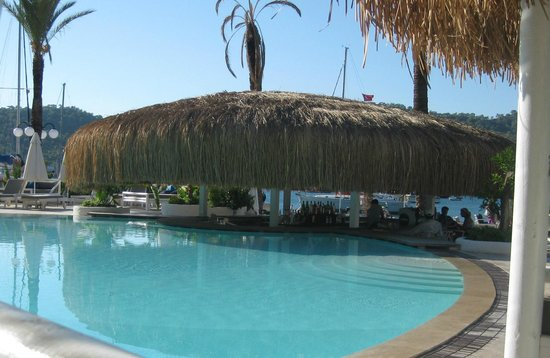 Yacht Classic Hotel: Pool bar - centre of many meetings