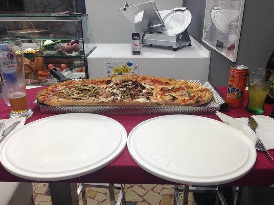 Mezzo Metro Di Pizza Ves Trevigiana Diavola Picture