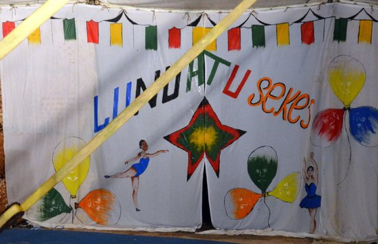 Turtle Bay Lodge: Backdrop painted by staff for the circus performance