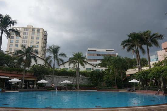 Lotte Legend Hotel Saigon: The pool was never crowded, had it all to ourselves most times.