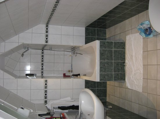 Hotel Luxer: 401 Bathroom