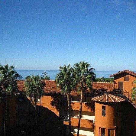 Senza Inova Beach Hotel: Morning view from the smaller window