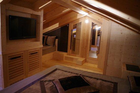 chambre mezzanine - Picture of Rosapetra Spa Resort, Cortina ...
