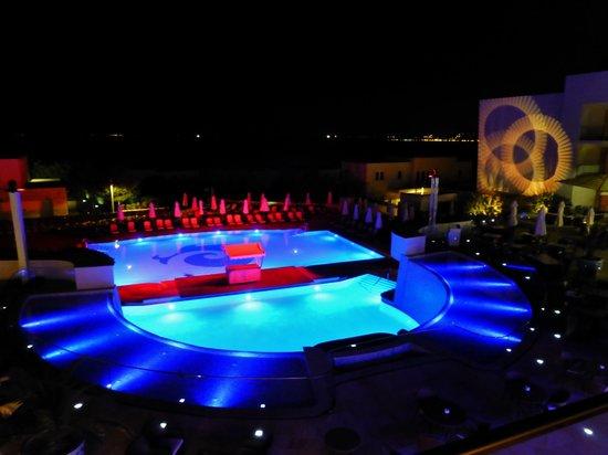 Kempinski Hotel Adriatic Istria Croatia: Poolbeleuchtung