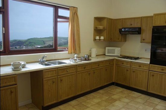 Golden Coast Holiday Park: Kitchen and view from Haven Apartment