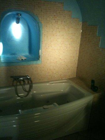 Mirabo Luxury Villas: luxury batroom