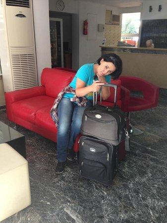 Hotel Helena: Холл отеля - печальное время отъезда :)