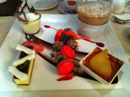 Salsa Bar & Grill : Dessert tasting plate for four