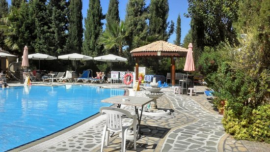 Apollonia Holiday Apartments: pool area