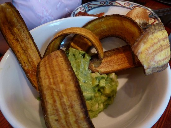 Cuba Libre Restaurant & Rum Bar : Guacamole Cubano with plantain chips