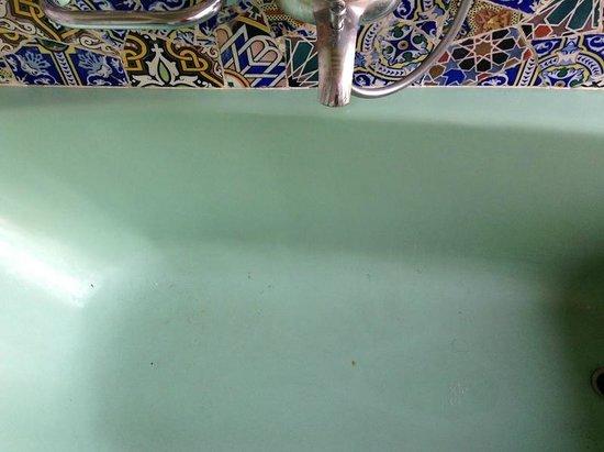 Riad Malika : Dirty Bath tub