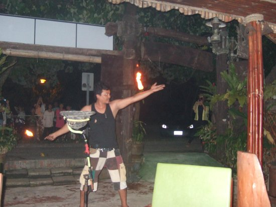 Hippies Bar & Restaurant Ao-Nang: Beats waxing!!!!!!!