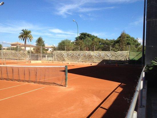 Sometimes Centre Esports: 4pistas de tenis 4 pistas de padel y 2 campos de futbito