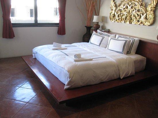 Nirvana Boutique Suites : bedroom