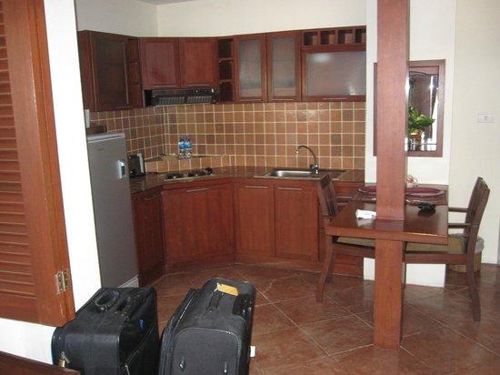 Nirvana Boutique Suites : kitchen area