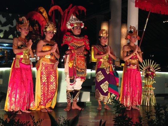Padma Resort Legian: Balinese dancers ( entertainment at Donbiu Restuarant)