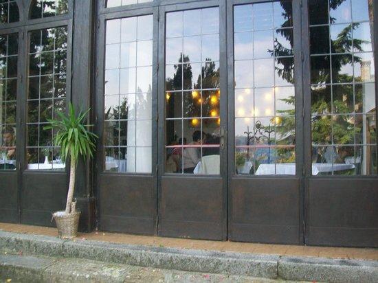 Vetrata esterna del locale foto di stradivarius castell 39 arquato tripadvisor - Parete vetrata esterna ...