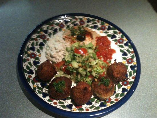 L'Ami Ami : Falafel+croquette aux légumes avec les sauces orientales