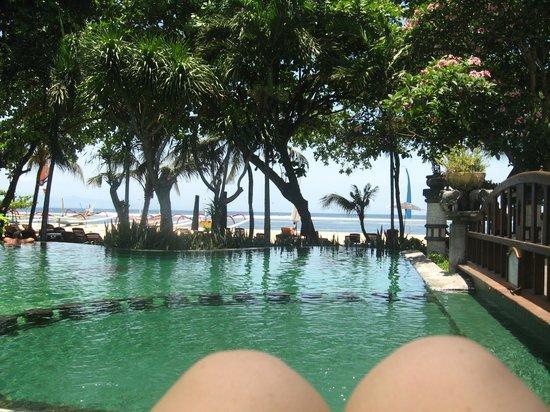 Besakih Beach Hotel : Pool->beach, Besakih