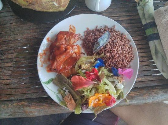 Bohol Bee Farm: flowers in salad