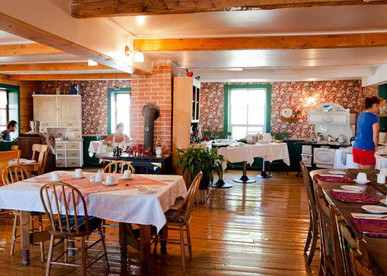 Auberge des Iles du Bic: salle a manger