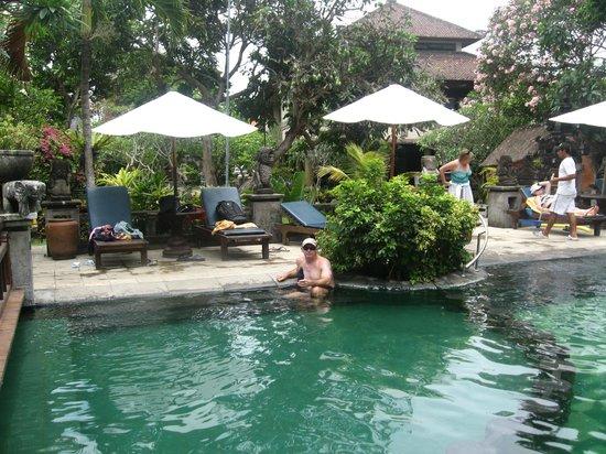 Besakih Beach Hotel: Main pool