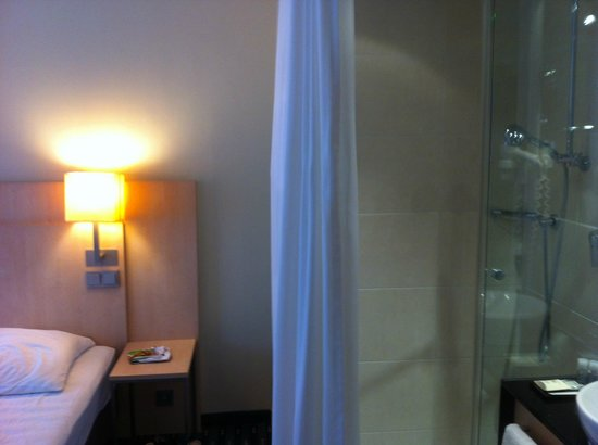 Hotel Lyskirchen : Shower cubicle in the room