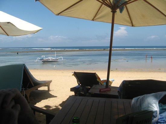 Besakih Beach Hotel: Beach out front of Besakih