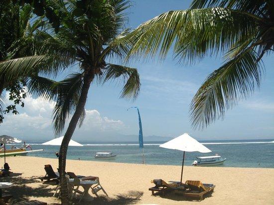 Besakih Beach Hotel : Beachfront