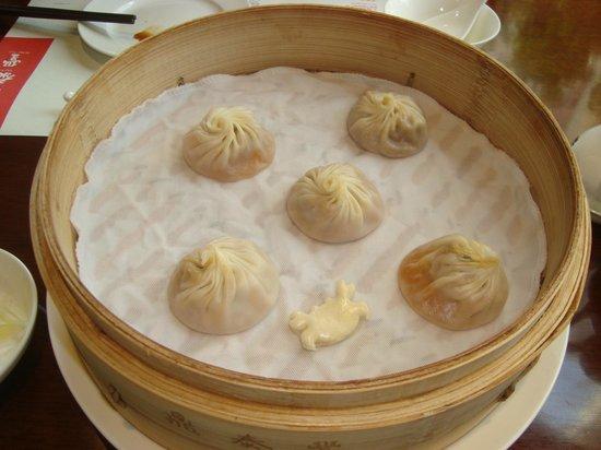 Nanjing Ding Tai Fung (Nanjing West Road): pork with hairy crab dumplings