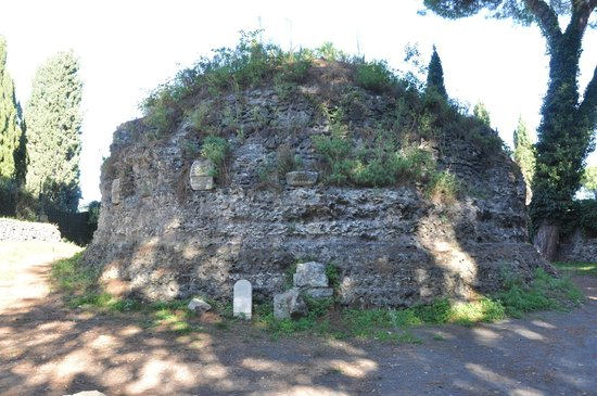 Parco Regionale dell'Appia Antica: Остатки строений вдоль дороги