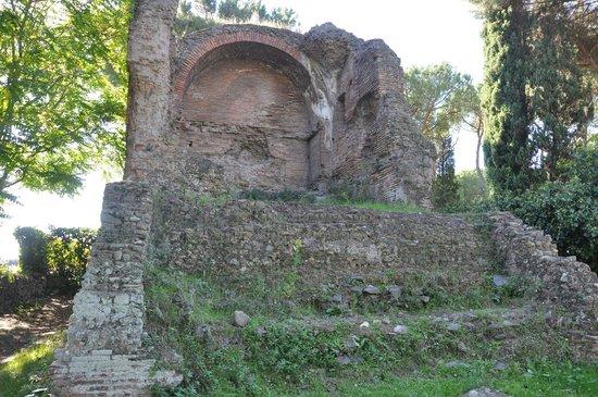 Parco Regionale dell'Appia Antica: Руины здания