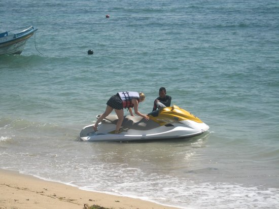 Besakih Beach Hotel: Jetski hire out front of Besakih