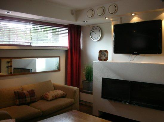 BEST WESTERN PLUS Hotel Haaga : salon et télévision au rez-de-chaussée de l'hôtel