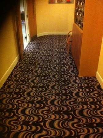 Days Hotel London- Waterloo: Swirly Carpet of Doom
