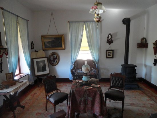 Fort Laramie National Historic Site: The parlour in one of the married officers quarters